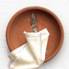 Platos de barro artesanales