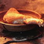 Horneado del cochinillo en horno tradicional